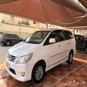 للبيع سيارة انوفا 2014