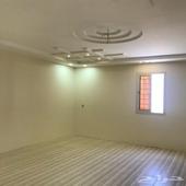 شقة للايجار 5 غرف و3 دورات مياة وغرف غسيل نظيفة جدا