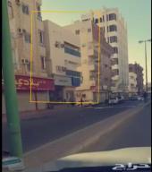 عمار تجاريه في شارع نشط تجاري للبيع