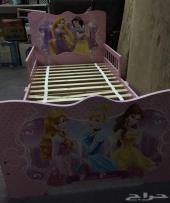 سرير طفلة للبيع