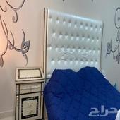 سرير غرفة نوم و دولاب صغير (5 ادراج) للبيع