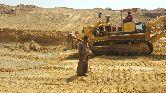 بلدوزر 155 موديل 2005 مع سائق يمني للإيجار