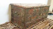 صندوق تراثي عمره 90 سنة تقريبا