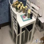 اثاث مستخدم عبارة عن غرفة نوم وكنب وطاولة طعام