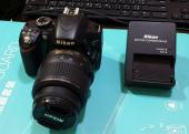 كاميرا نيكون دي 3200 مع عدسة الوكالة 18-55مم