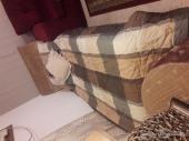 سرير خشب مع المرتبة وطقم مراية للبيع المستعجل