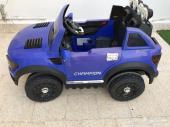 سيارة أطفال عملاقة مستعمله للبيع