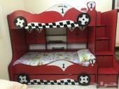 سرير أطفال مع المراتب بحاله ممتازة