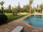فيلا راقية 4 غرف للإيجار بمدينة مراكش بالمغرب
