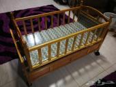 للبيع سرير اطفال هزاز متحرك على عجل