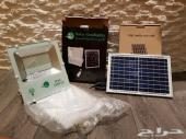 كشاف بقوة 100 واط عن طريق الطاقة الشمسية