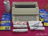 آلة كاتبة عربي تعمل بالكهرباء ( متحفية )