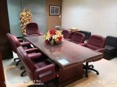 طاولة اجتماعات فاخرة مع 6 كراسي جلد دوار