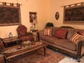 اثاث منزلي مجلس مع طاولات و لوح