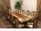 للبيع طاولة طعام vip فاخرة و جديدة عدد 12 شخص