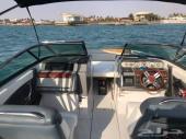 قارب رياضي للآلعاب المائية