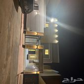 للبيع فيلا مع شقتين الحمرا الشرقيه الرياض