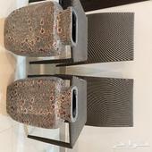 2 كرسي مع2 فخار زينة