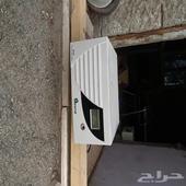 جهاز طاقة شمسيه مع لوحاتها