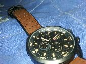 ساعة من ماركة CURREN