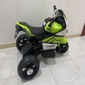 دباب كهربائي شبه جديد ودراجة اطفال سيارة جرافة