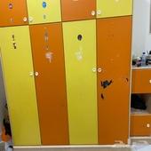 أثاث عبارة عن غرفة أطفال سريرين ومكتب كبير ((بدون مقابل))