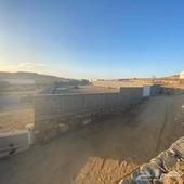 حوش بارتفاع 4 متر والمساحه 3700 م للايجار