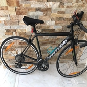 دراجة طريق كانونديل شبه جديدة