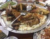 شاب سعودي اجيد الطبخ مندي حنيذ مرخ