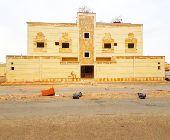 عماره سكنيه مساحة 650م على واجهتين بالملك فهد