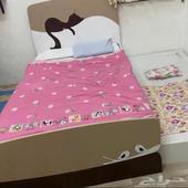 سرير خشبي كبير هوم سنتر دورين لشخصين و عدد 3 سرير حديدي