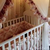 سرير اطفال من جينويرز مع المرتبه وحاجز الهواء