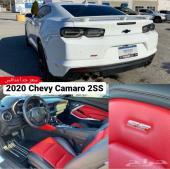 2020 كمارو 2SS بحالة الجديد أبيض ع أحمر