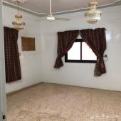 عمارة مكونه من ثلاث ادوار وبدروم فيه غرفتين ب