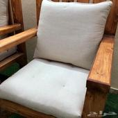 جلسة حديقة خارجية مكونة من ثلاث كراسي وطاولة