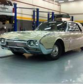 سيارة كلاسيك لهواة الكلاسك فورد ثندربيرد 1961