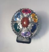 خاتم يحتوي على سبعة احجار