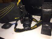للبيع كاميرا نيكون مع فلاش خارجي