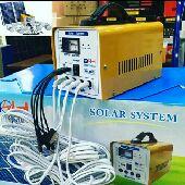 شاحن ولمبات على الطاقة الشمسية.واغراض البراري