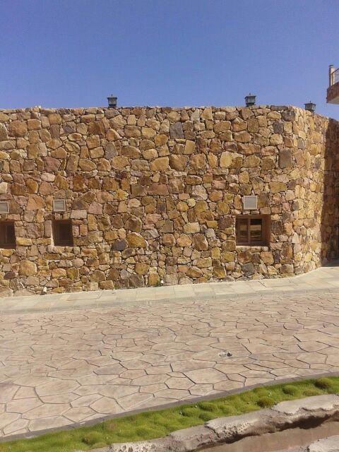 أعمال تراثيه بالحجر الطبيعي وكل اعمال الحجر